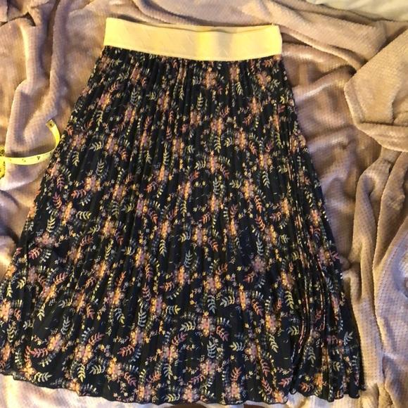 LuLa Roe pleated skirt
